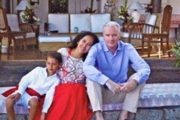 デヴィ夫人の娘(カリナ)の夫はフレデリック!超エリート銀行マンだった!